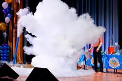 Сценическое выступление химического шоу